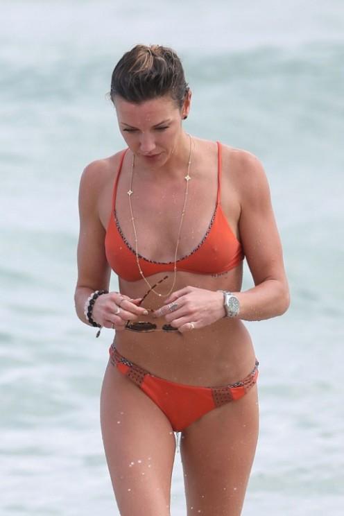 katie-cassidy-in-bikini-on-the-beach-in-miami-12-22-2015_1