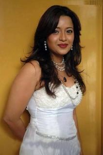 Reema-Sen-dp-profile-pics-1109
